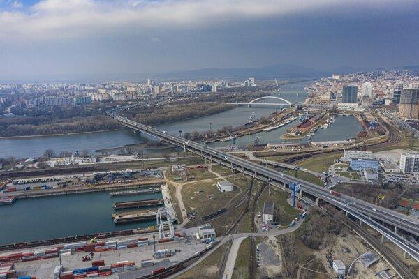 Výstavba rýchlostnej cesty R7 na úseku Bratislava Juh - Bratislava Nivy.