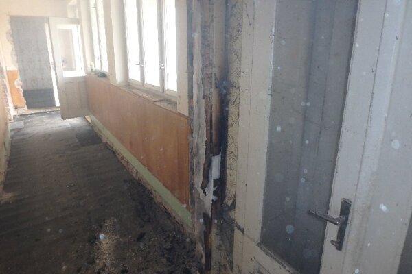 V dome horeli vnútorné priestory.