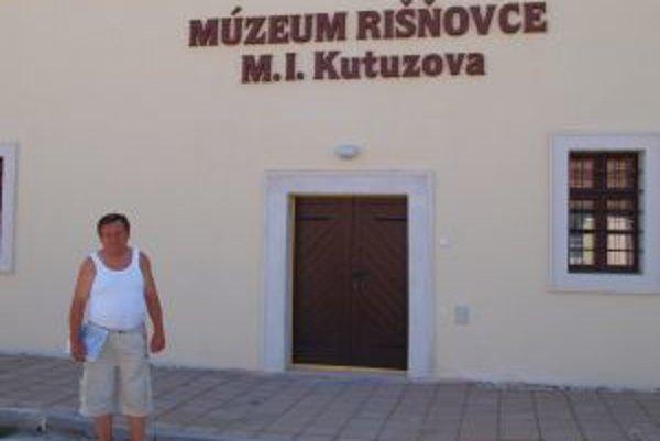 Karol Laboš pred Múzeom M. I. Kutuzova, ktoré sprístupnia 1. septembra.