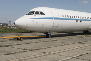 Na archívnej snímke zo 4. mája 2021 prezidentské lietadlo Rombac Super One-Eleven, ktoré bolo v minulosti súčasťou flotily rumunského komunistického diktátora Nicolaea Ceaušesca, sa nachádza na vojenskej základni v rumunskom meste Otopeni.