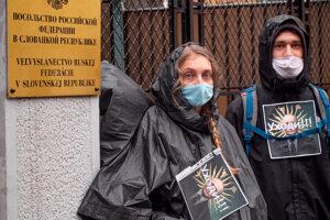 Už v januári demonštrovali pred ruskou ambasádou v Bratislave.