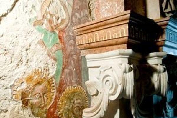 Freska je ukrytá za oltárom v dolnej lodi katedrály.