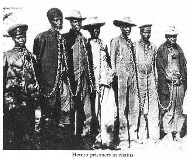 Hererskí rebeli v reťaziach, rok 1904.