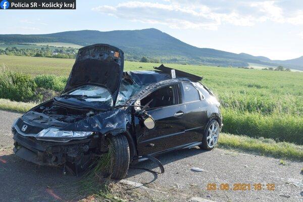 Vodič hondy je podľa prvotnej lekárskej správy zranený len ľahko.