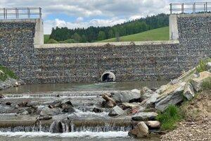 Sústava poldrov, ktoré v okolí mesta Kežmarok začali stavať po ničivej povodni na toku rieky Ľubica.