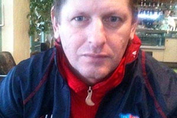 Marián Süttö so svojimi zverencami postúpil do prvej dorasteneckej ligy.