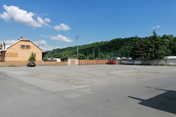 Na parkovisku vznikne 72 nových parkovacích miest, pribudne aj zeleň.