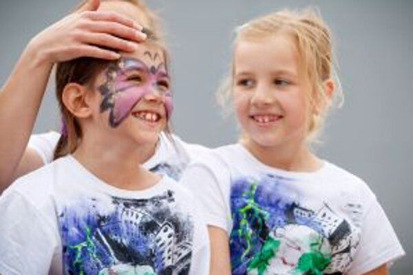 Deti potešilo maľovanie na tvár.
