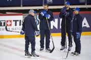 Tréneri slovenskej reprezentácie počas jedného z tréningov na MS v Rige