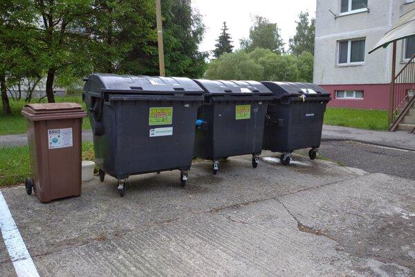 Pri kontajneroch na komunálny odpad pribúdajú nádoby na BRO.