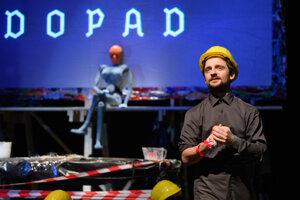 Slovenské komorné divadlo vMartine minulý piatok uviedlo premiéru novej inscenácie D1 (pracovný názov).