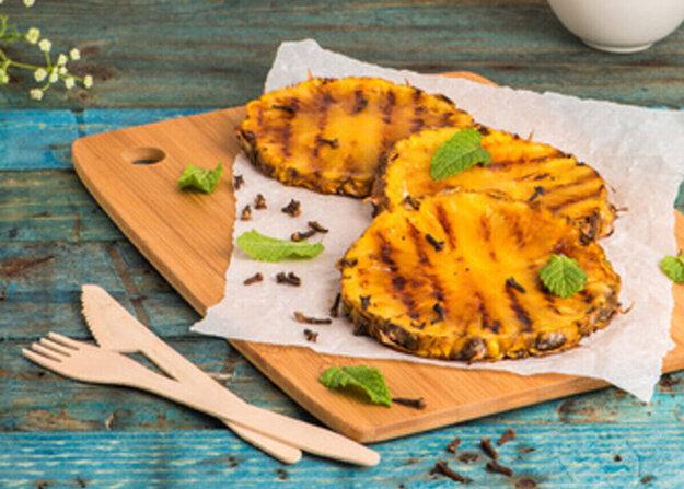 Varíme s Korzárom: Grilovaný ananás so sladkou čili glazúrou. Kliknite na fotografiu a prečítajte si chutný recept.