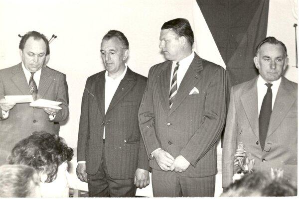 Čelní predstavitelia obce v70. – 80. rokoch. Sprava: Ján Ondrejka, Ján Uhlík – predseda MNV, Jozef Bublavý (tajomník MNV).