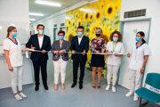 Pacienti sochorením obličiek budú dostávať dialyzačnú liečbu vNemocnici Svet zdravia Topoľčany vúplne nových priestoroch.