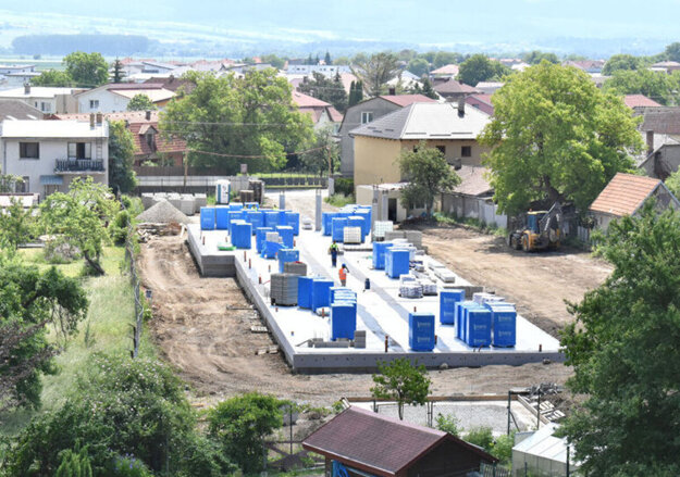 Centrum v Krásnej sa už niekoľko mesiacov stavia a doteraz nikto verejne nesignalizoval, že by bol so stavbou nejaký problém.