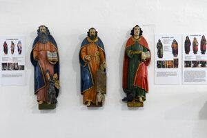 Raritou na výstave je trojica evanjelistov neznámeho šarišského alebo spišského rezbára zo 17. storočia.