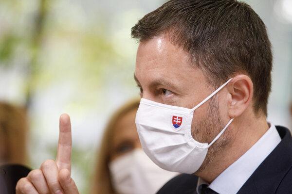 Predseda vlády SR Eduard Heger počas príchodu na rokovanie 18. schôdze vlády SR. Bratislava, 23. jún 2021.