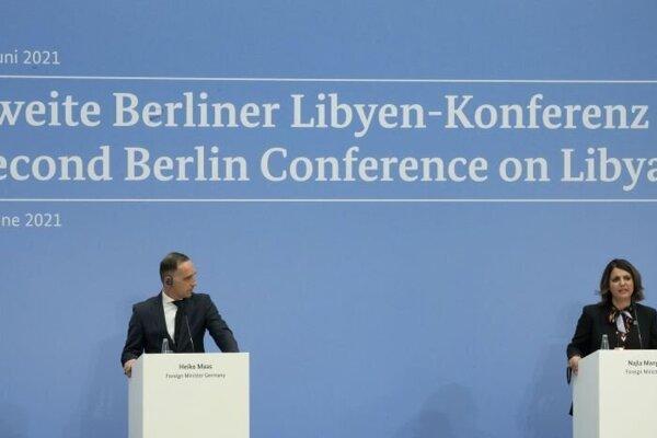 Líbyjská ministerka zahraničných vecí Nadžlá al-Mankúšová a šéf nemeckej diplomacie v priebehu konferencie o Líbyi.