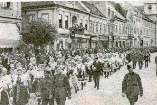 Sprievod sokolov Košicami.