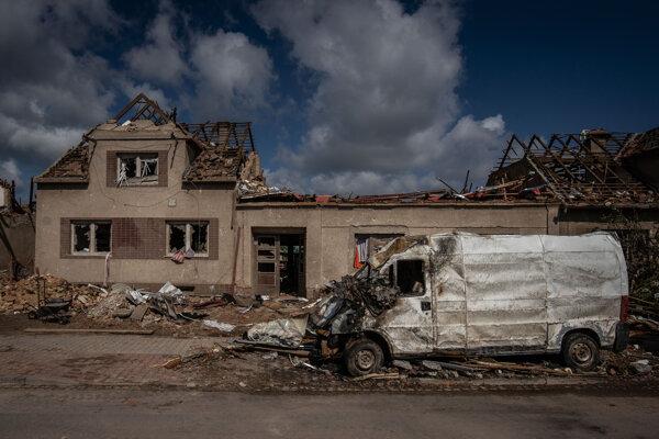 Tornádo narobilo na Morave veľké škody.