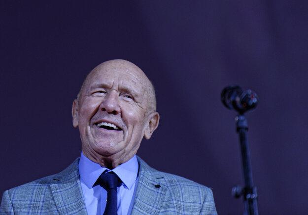 Český herec Petr Nárožný počas preberania ceny Hercova misia.