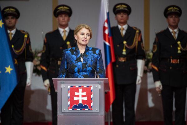 Prezidentka Čaputová počas slávnostného ceremoniálu udeľovania štátnych vyznamenaní osobnostiam z rôznych oblastí spoločenského života.