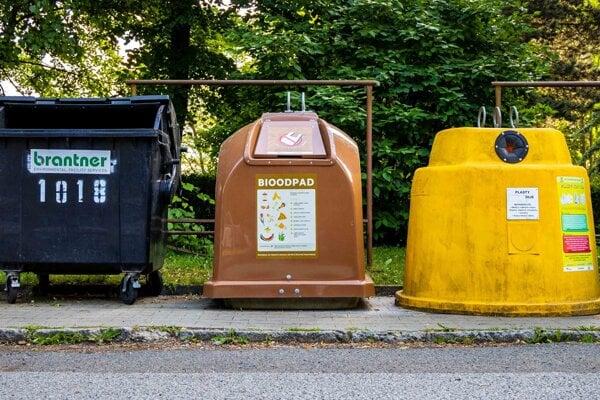 Kuchynský odpad patrí do hnedých nádob.
