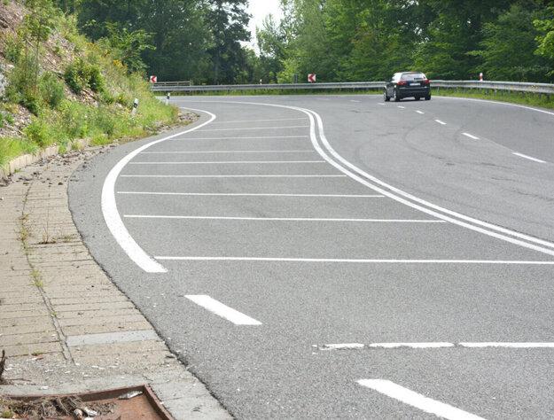Mesto sa chce zbaviť ciest v úsekoch mimo zastavaného územia. Týka sa to aj cesty Čermeľ - Jahodná.