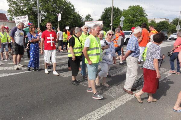 Protest na Lučeneckej ceste vo Zvolene.