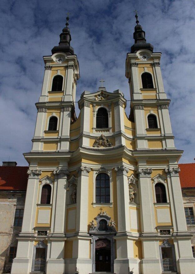 Kostol sv. Jána Krstiteľa pri premonštrátskom kláštore v Jasove.