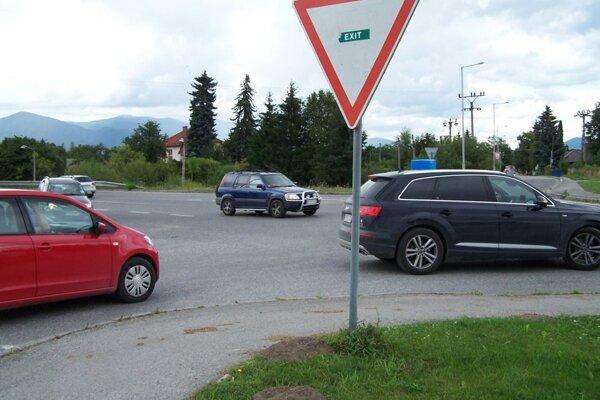 Dostať sa z jednej strany na druhú je najmä v dopravnej špičke problém.