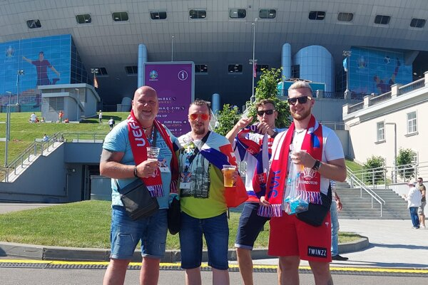 Tomáš (druhý zľava) s kamarátmi v Petrohrade.