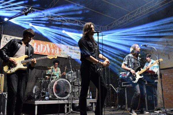 Ťažko vyhodnotiť kto bol počas  druhého dňa na UDVarte najlepší. Pre mnohých možno práve maďarskí rockeri Ivan & The Parazol.