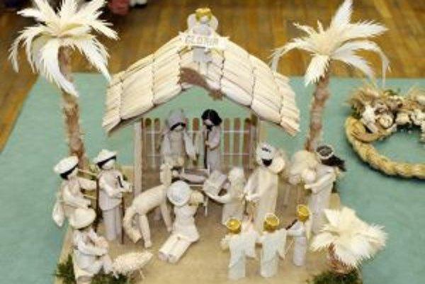 Na remeselníckej nedeli nechýbali ani betlehemy zo šúpolia.
