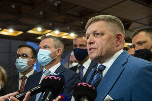 Predseda Smeru Robert Fico s predsedom strany Hlas-SD Petrom Pellegrinim.