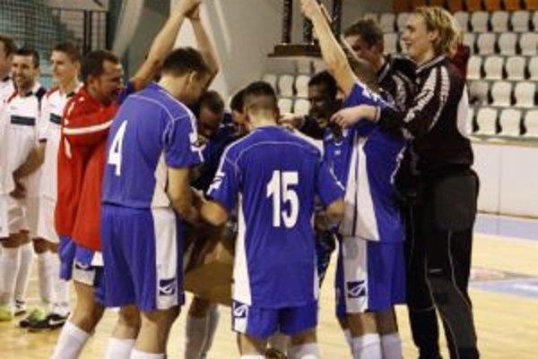 Víťazstvo si futbalisti Vionu B/Volkoviec vybojovali gólom v poslednej sekunde finálového zápasu s Chrenovou.