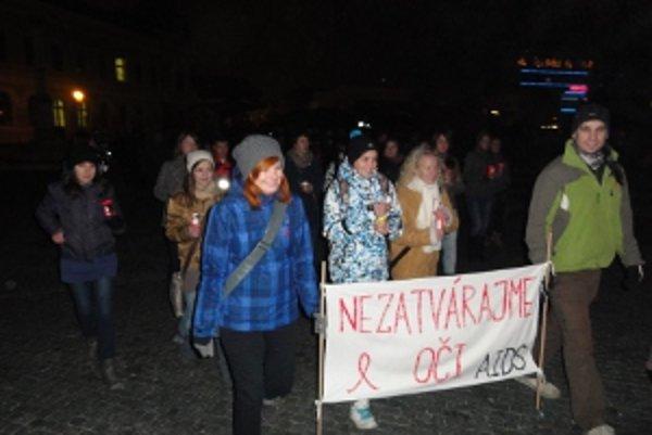 Mladí pochodovali Nitrou proti AIDS.