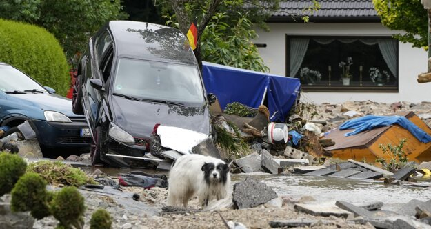 Poškodená autá domy v meste Hagen.