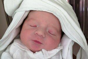 Leo Čenky (3000 g a 48 cm) sa narodil 29. júna o 13.40 hodine v levickej nemocnici mamine Rebeke Valkovičovej a ocinovi Davidovi Čenkymu.
