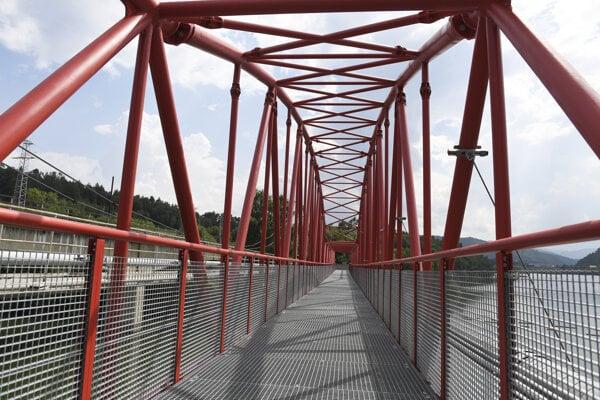 Nová lávka cez Ružín spája obce Margecany a Jaklovce.
