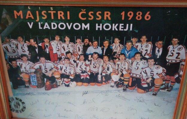 Hokejoví majstri vo farbách TJ VSŽ.