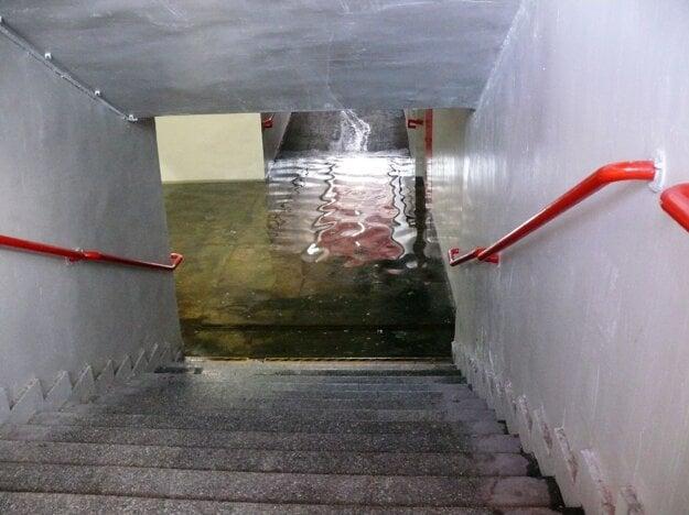 Zaplavený podchod v Petržalke