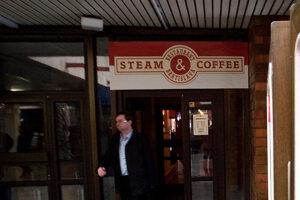 Jedna z pobočiek siete Steam & Coffee bola aj v budove slovenského rozhlasu.