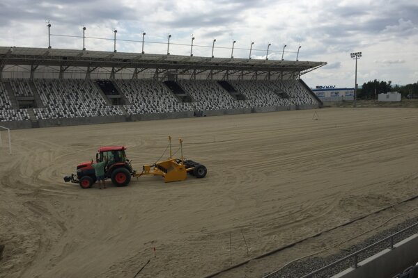 V súčasnosti pripomína priestor futbalového štadióna skôr arénu pre konanie býčích zápasov.