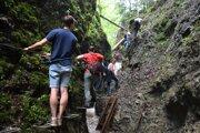 Priecho Čertovou dolinou prináša aj adrenalínové momenty.