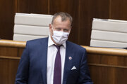 Prededa parlamentu Boris Kollár.