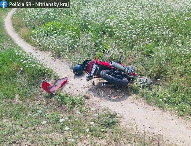Motocyklista utrpel zranenia.
