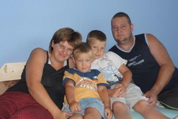 Rodina Lazebníkovcov. (Č.ú.: 4011211071/7500)