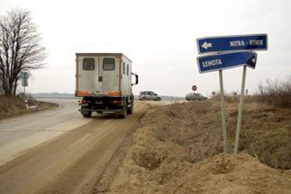 Odbočka z R1 na Lehotu.