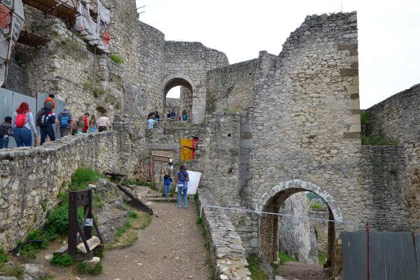 Na Spišskom hrade ubudlo zahraničných návštevníkov, domácich je však viac ako vlani.